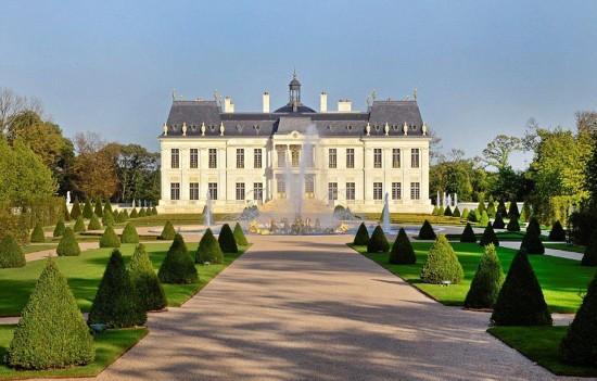 """法国巴黎庄园""""路易十四城堡""""最近以逾3亿美元售出,创下记录.("""