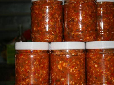 妈妈卖辣椒酱为女透析 网友接力购买一天100瓶