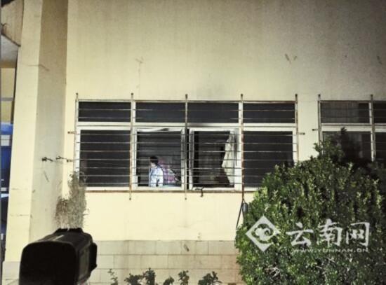 西南林业大学宿舍配电室爆燃 一女生2楼跳下骨折