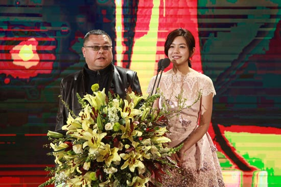 张艺兴为百合奖代言 黄晓明动情回忆20年前