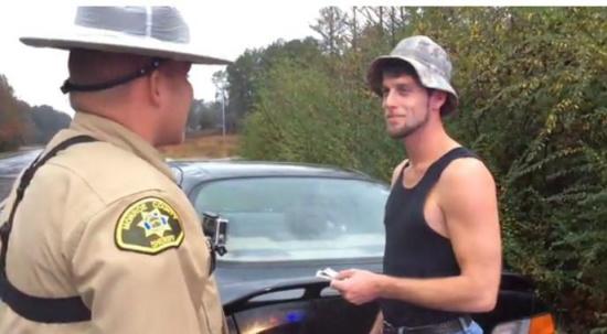 不开罚单改发红包:交警另类执法让违规司机惊喜落泪