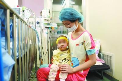 2岁女童患怪病体重仅13斤北京脐带血千里驰援