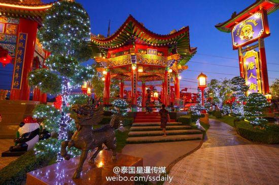 泰国曼谷装饰霓虹彩灯迎接新年(组图)