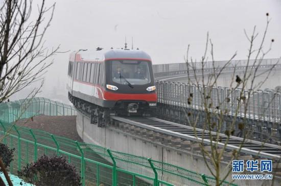 (城鄉熱點)(1)中國首條中低速磁浮鐵路試運行