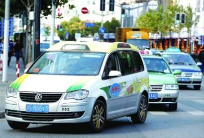 上海一出租车司机半夜以 太困 为由将乘客抛在郊外
