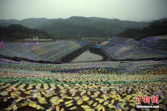 基隆400万个塑料瓶组成 星空草原 组图图片