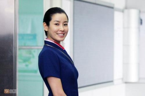 日韩av无码内射中出_李泰兰在《云上的诱惑》中出演空姐