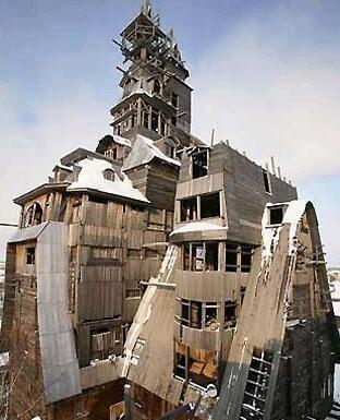 盘点世界十大奇特建筑 13层楼没有一个钉子 你敢住吗?
