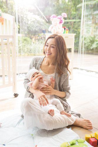 范玮琪提前为儿子挑老婆 对女婴说