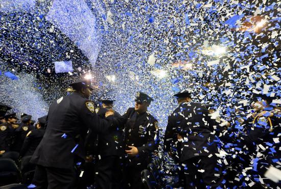 (组图)纽约为1200名新警察举行毕业典礼