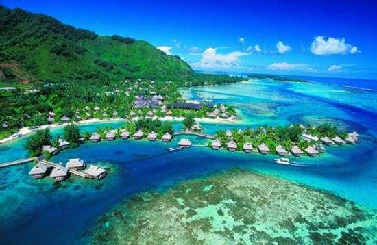在波利尼西亚群岛118个岛屿中,波拉波拉,茉莉娅和大溪地这3座度假岛最