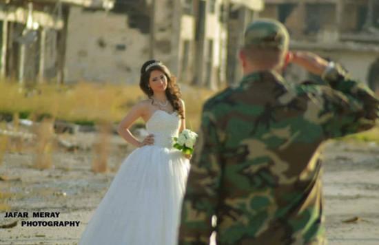 叙利亚新人废墟中拍婚礼照鼓舞人心【4】