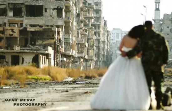 叙利亚新人废墟中拍婚礼照鼓舞人心【2】