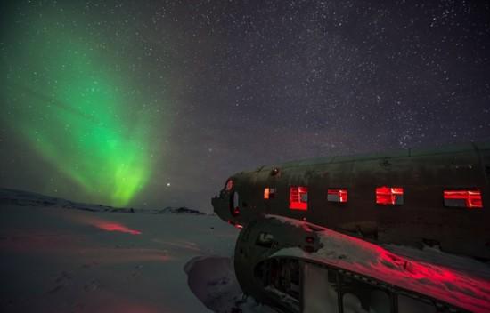 冰岛极光照亮飞机残骸神秘瑰丽【3】