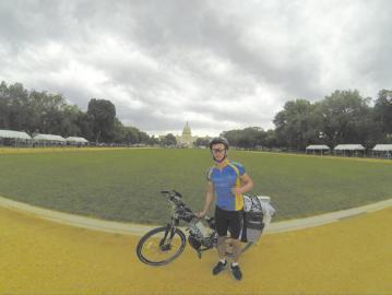中国小伙骑行60天横穿美国 身上仅带1000美元