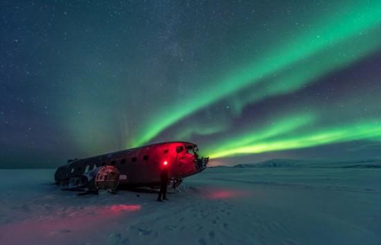 冰岛极光照亮飞机残骸神秘瑰丽【2】