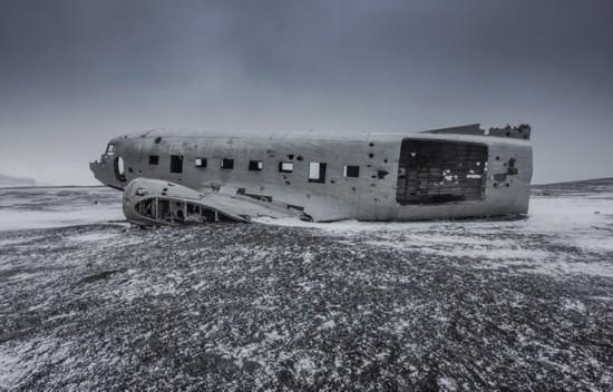 冰岛极光照亮飞机残骸神秘瑰丽【4】