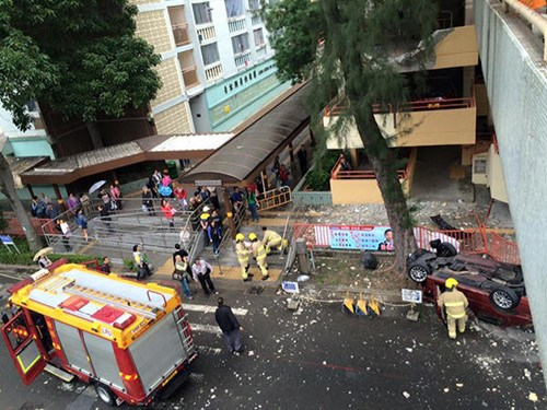香港一私家车从停车场3楼飞坠落地司机昏迷(图)