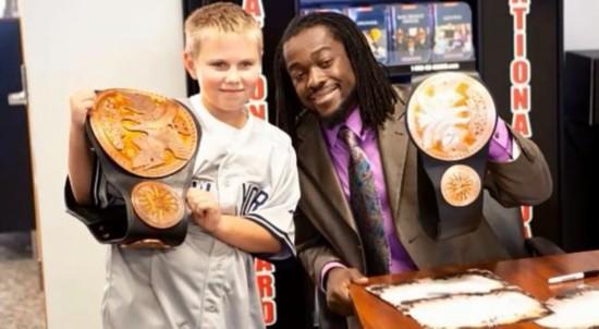 (组图)WWE巨星与粉丝们的合影照 台下无明星