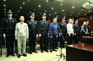 昨天,快播科技被告人王欣(左一)、吳銘、張克東、牛文舉涉嫌傳播淫穢物品案開庭審理。北京晨報記者 郝笑天/攝