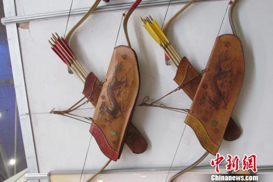 新疆锡伯族角弓制作传承人:千年制弓工艺不应断代(图)