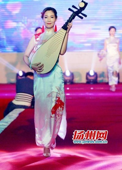 旗袍与琵琶,传统之美.