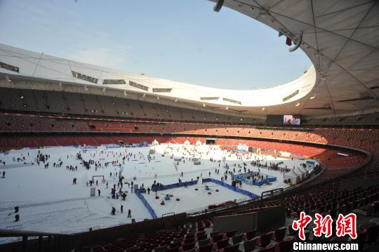 第七届鸟巢冰雪季主题区开放冬奥项目模拟体验