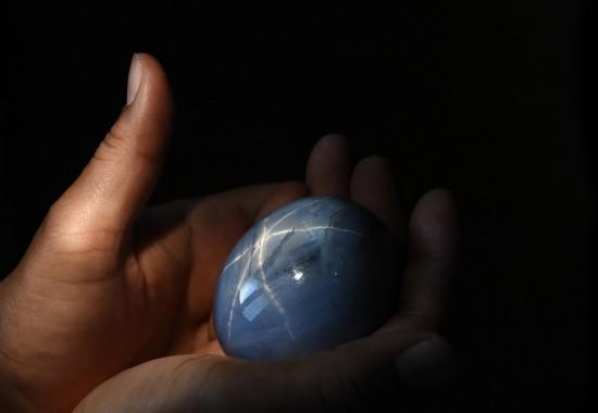 世界最大星光蓝宝石叫价3亿美元 宝石主要产地大揭秘