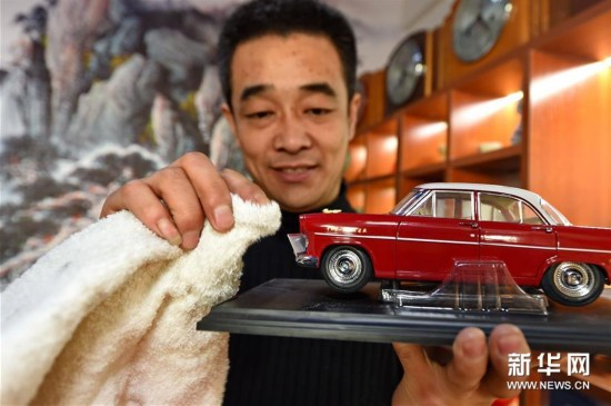 长春车迷收藏经典老车百余辆(图)