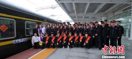新疆广西首开直通车全程4608公里运行64小时