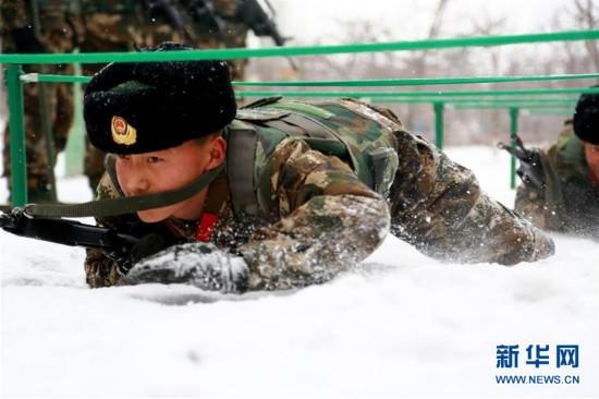(组图)新疆伊犁边防:雪地练精兵