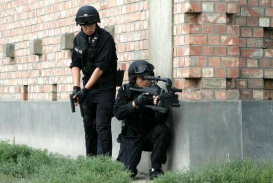 (组图)国产新型拐弯枪曝光 瞄准视线也能拐弯