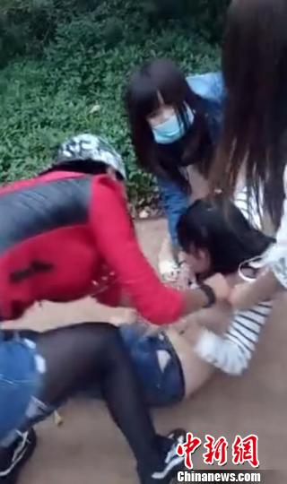 海南临高少女遭多人围殴扒衣当地多警种展开侦查