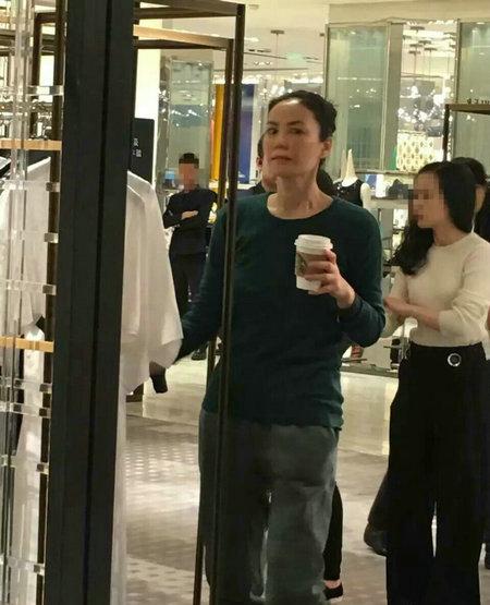 王菲带女儿李嫣北京扫货  身材苗条懒理婚讯(组图)