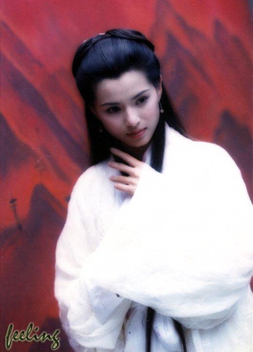 李若彤版的小龙女也成了一个经典.