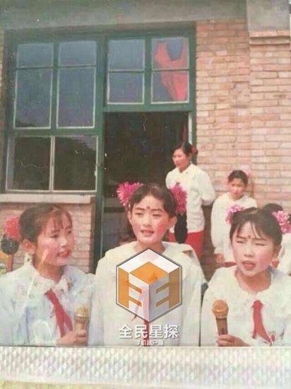 赵丽颖童年可爱照曝光 曾是文艺标兵