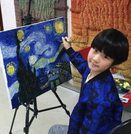 8岁天天第一次画油画就完美复刻了梵高大作《星夜》--江西频道--人民网