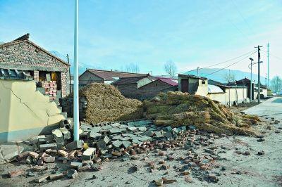 门源县北山乡的一处墙壁在地震中受损(1月21日摄).新华社发-青海