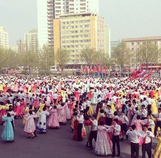 朝鲜的人口_实拍朝鲜人的前卫生活 露天裸浴VS黑丝横行