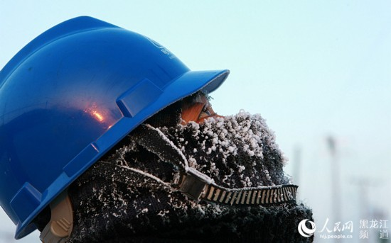"""【图说】""""霸王级""""寒潮来袭 电力工人-36℃连续作业10小时"""