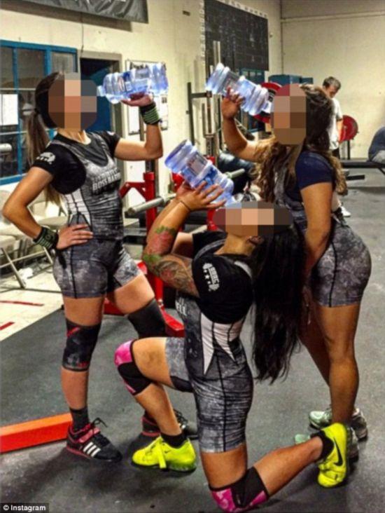 健美狂人正在被曝为造紧实美女女性赛前播放狂饮健美如云肌肉图片