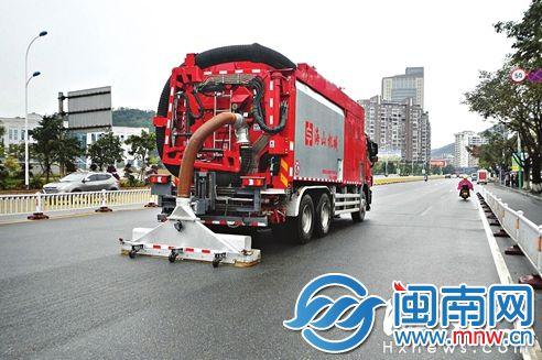 马路吸尘器亮相莆田街头 吸力超强十分干净