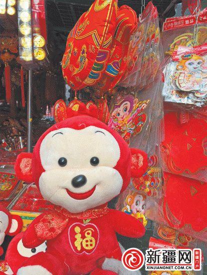 """临近春节,各种以""""猴""""为主题的商品热热闹闹地上市了.27日,记者"""
