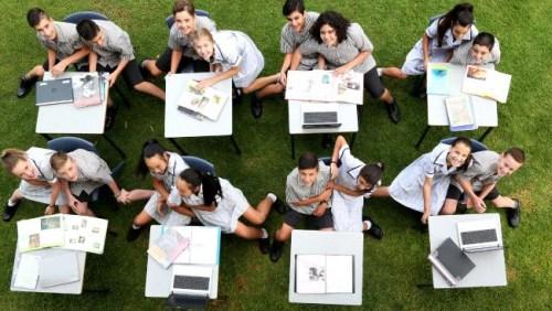 傻傻分不清楚:澳一所高中8年级迎来8对双胞胎