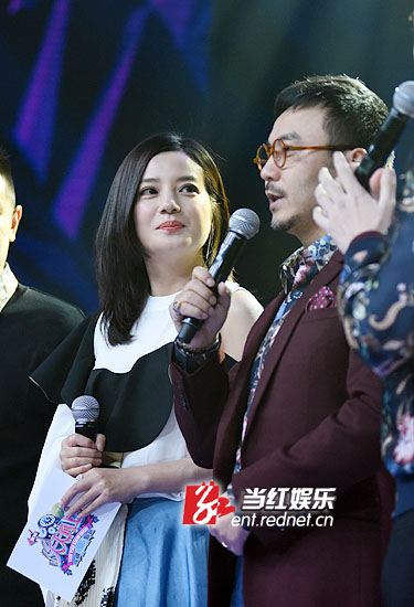 赵薇自曝曾经体罚女儿小四月。