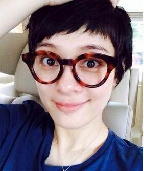 孙俪自拍纠结发型 网友:短发干练留长发更淑女