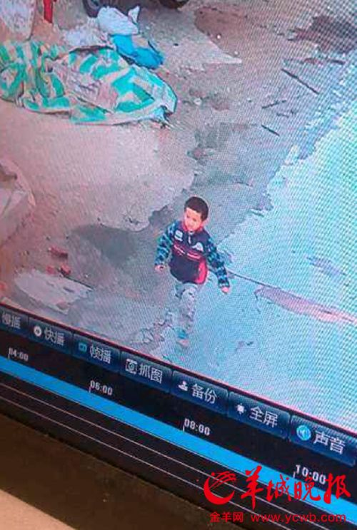胡梓轩被现有监控记录到失联前影像