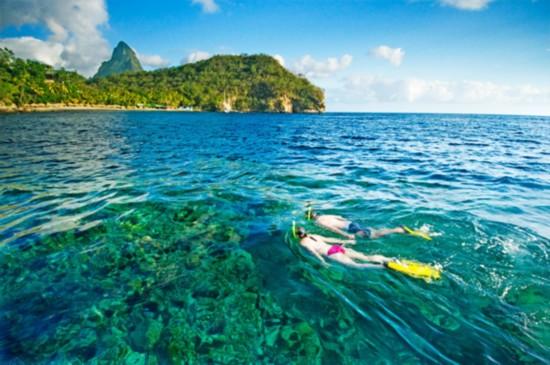 在加勒比群岛中,圣卢西亚岛只是一个小小的岛屿,你可以在岛上享受