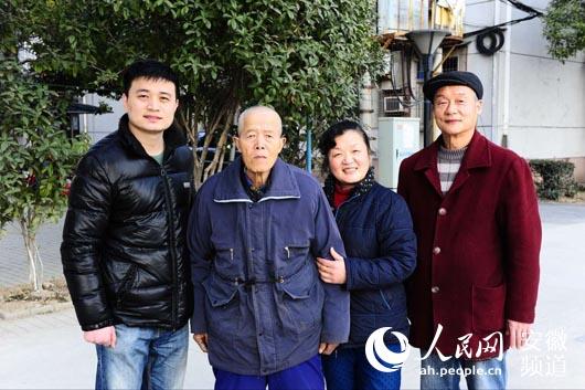 爷爷今年春节全家福