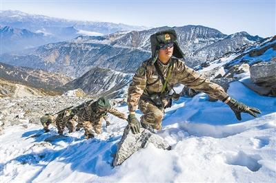 西藏边防官兵春节后的第一次巡逻